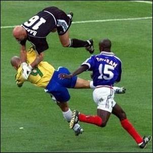 http://micahmcmillan.files.wordpress.com/2008/11/soccer-off-balance.jpg